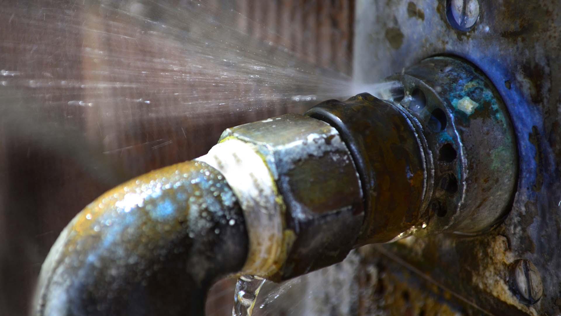 broken pipe water damage restoration